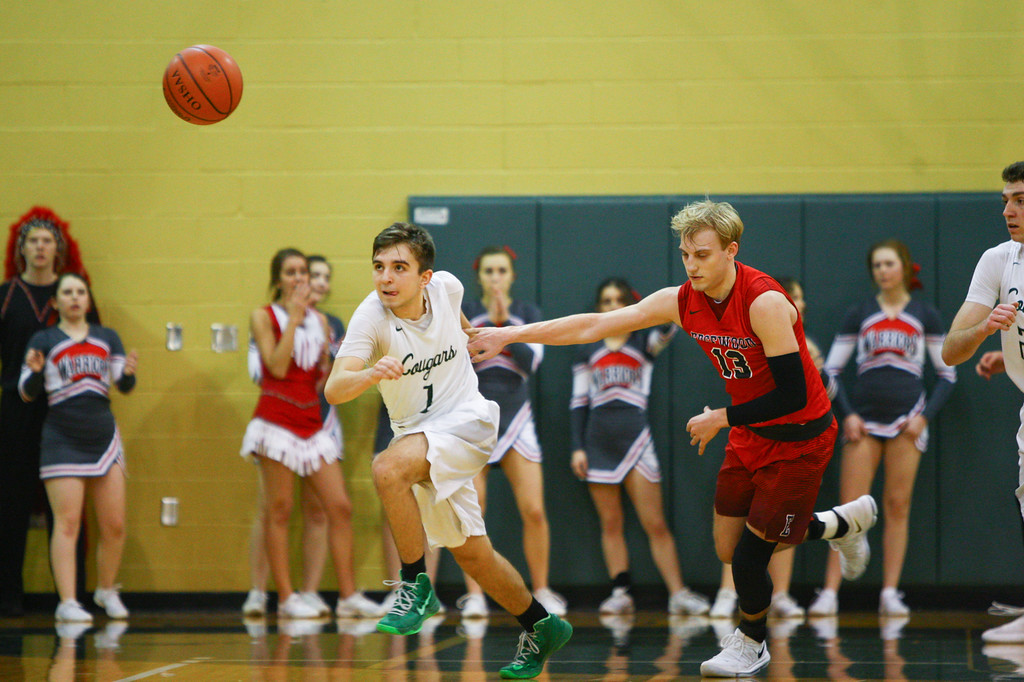 . David Turben - The News-Herald 2018 - Basketball - Ashtabula District - Edgewood vs Lake Catholic.  Lake Catholic defeated Edgewood 55-46.  Lake Catholic\'s Brandon Horton (1) goes for the loose ball having forced a turnover by Edgewood\'s Aaron Anderson (13).