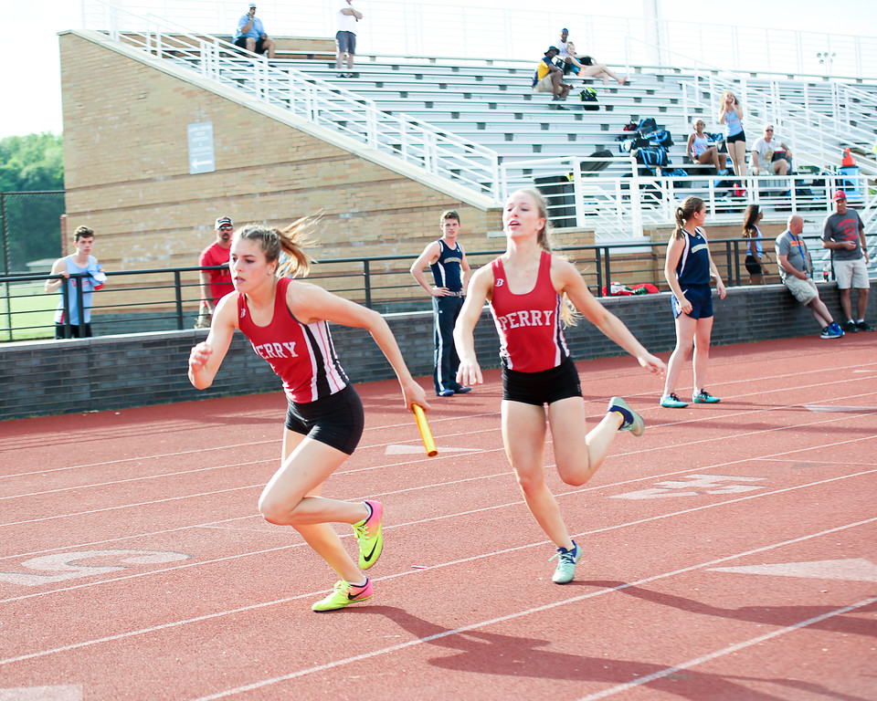 . Coleen Moskowitz - The News-Herald The Perry 4x400 relay.