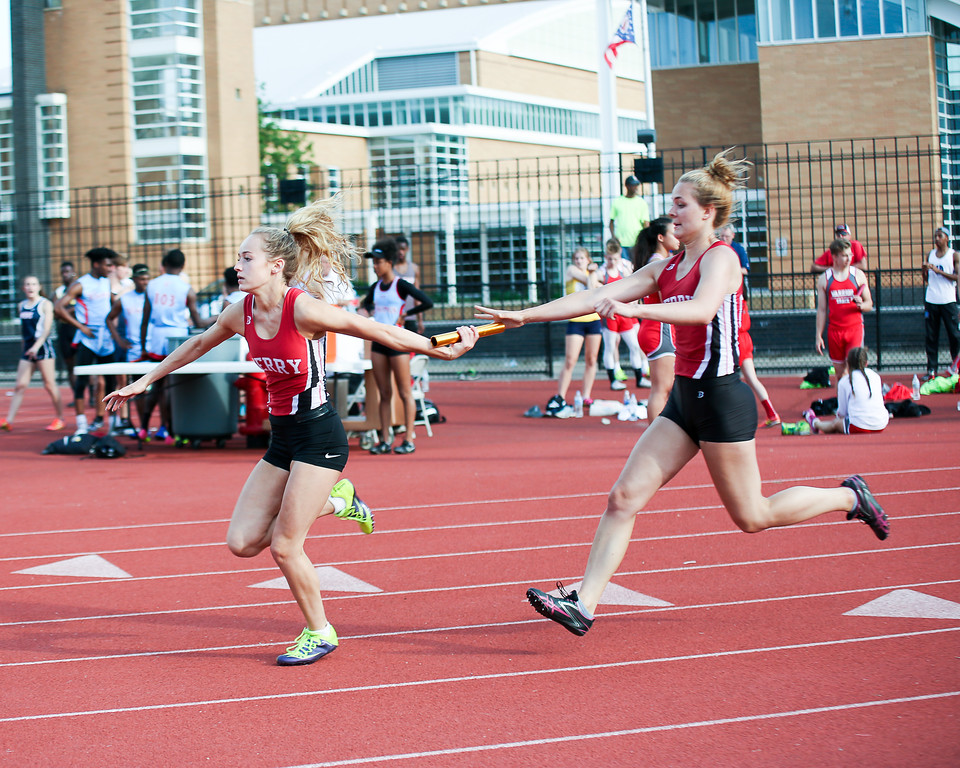 . Coleen Moskowitz - The News-Herald The Perry 4x100 relay.