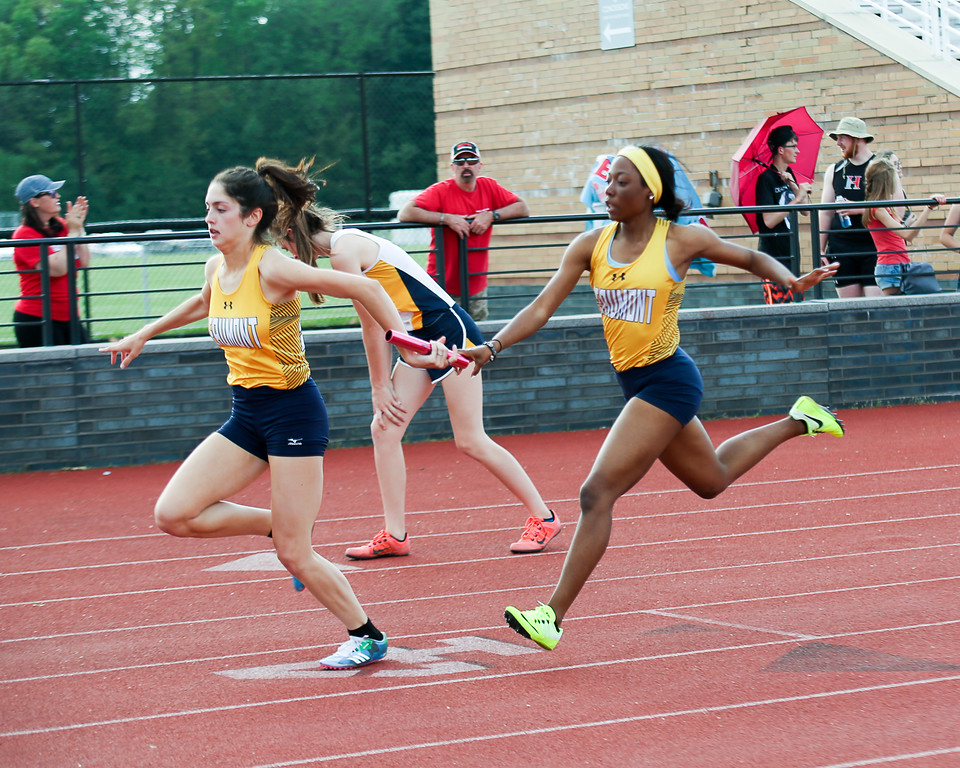 . Coleen Moskowitz - The News-Herald The Beaumont 4x200 relay.