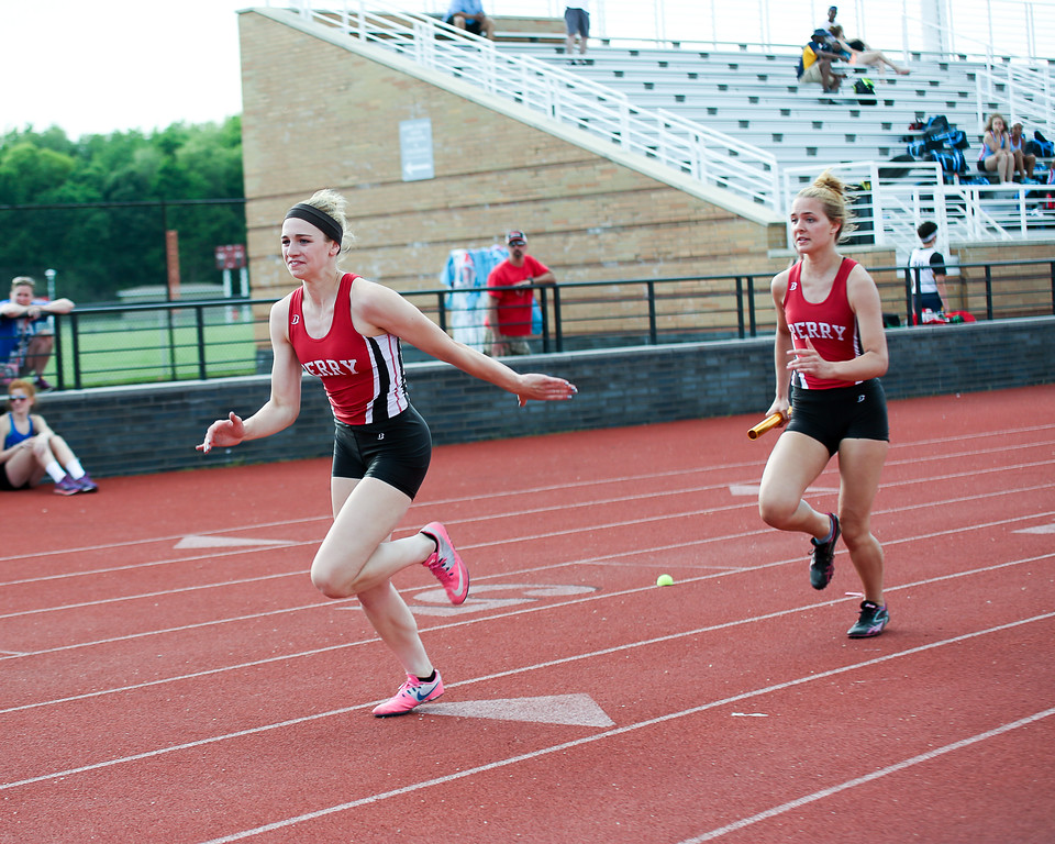 . Coleen Moskowitz - The News-Herald The Perry 4x200 relay.