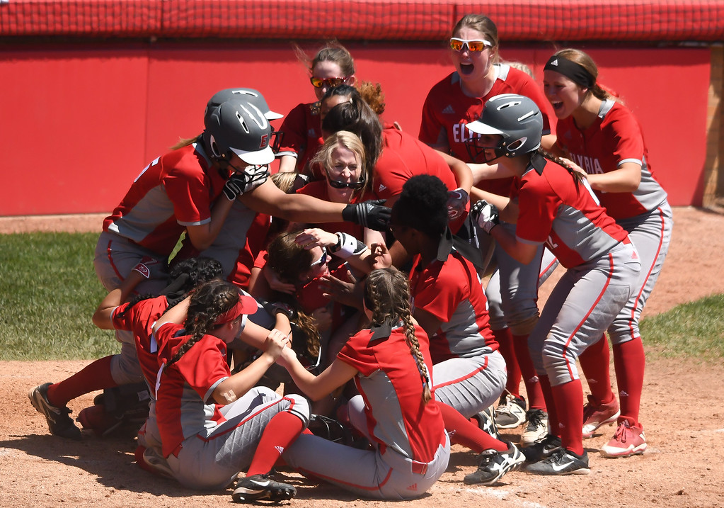 . Eric Bonzar�The Morning Journal<br> The Elyria Pioneers celebrate their team\'s D-I state championship win over the Lebanon Warriors, June 3, 2017.
