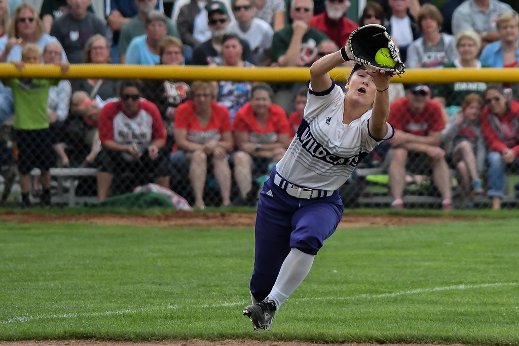 . Eric Bonzar�The Morning Journal<br> Keystone\'s freshman left fielder Marlie McNulty makes a running catch for the out against Oak Harbor on May 27.