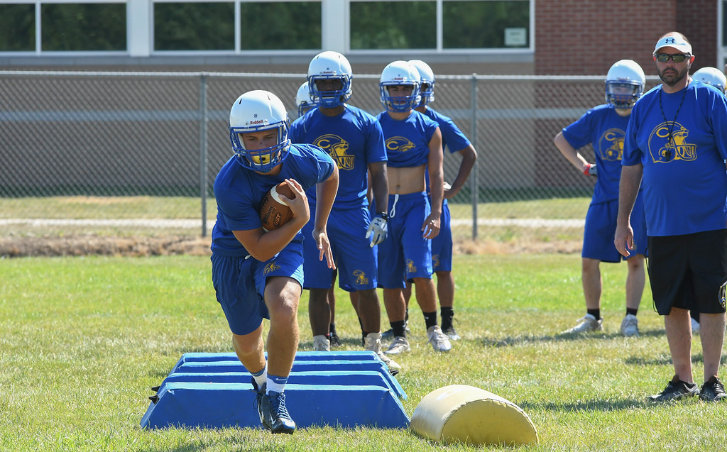 . Eric Bonzar�The Morning Journal<br> Clearview Clippers\' junior running back Andrew Engle works on his footwork, during the first day of practice, July 31, 2017.