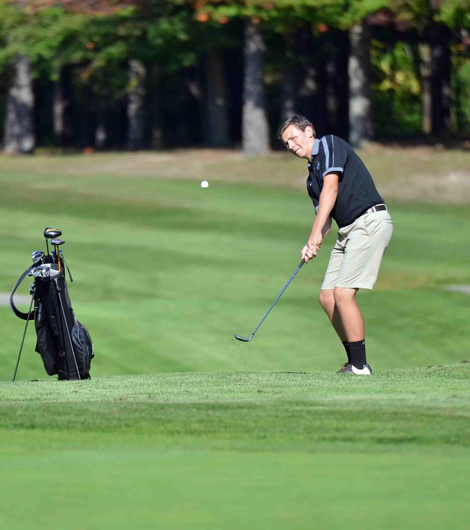 . Paul DiCicco - The News-Herald Junion John Deitrich chips up to the green at Manikiki Golf Course on Sept 21.