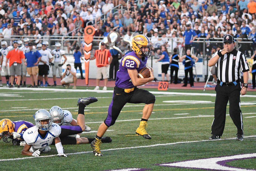 . Eric Bonzar�The Morning Journal<br> Avon running back Nick Perusek (22) crosses the goal line for a touchdown, Sept. 22, 2017.