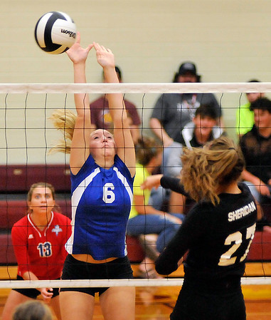 John P. Cleary    The Herald Bulletin<br /> Elwood vs Sheridan in sectional volleyball.