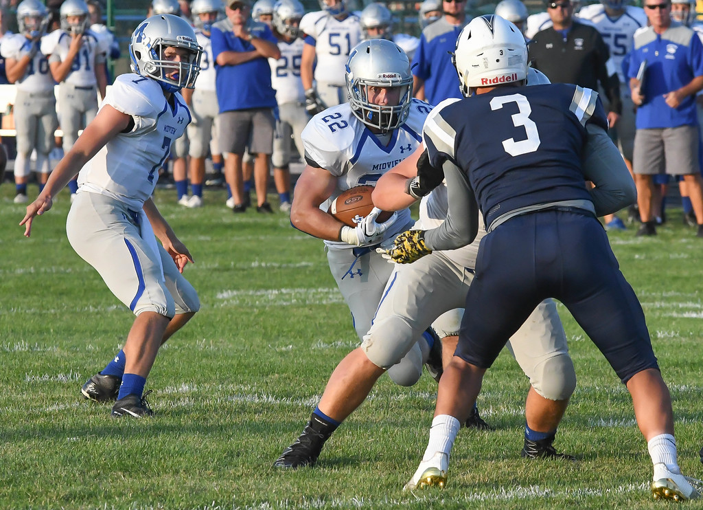 . Eric Bonzar�The Morning Journal<br> Midview running back Connor Wolfe (22) looks for a hole after taking a hand off from quarterback Seamus Higley (7),  Aug. 25, 2017.