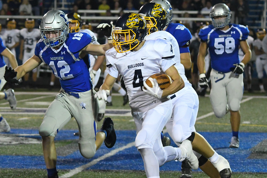 . Eric Bonzar�The Morning Journal<br> Olmsted Falls\' Josh Jaeckin (4) turns the corner on the Midview defense, Oct. 13, 2017.