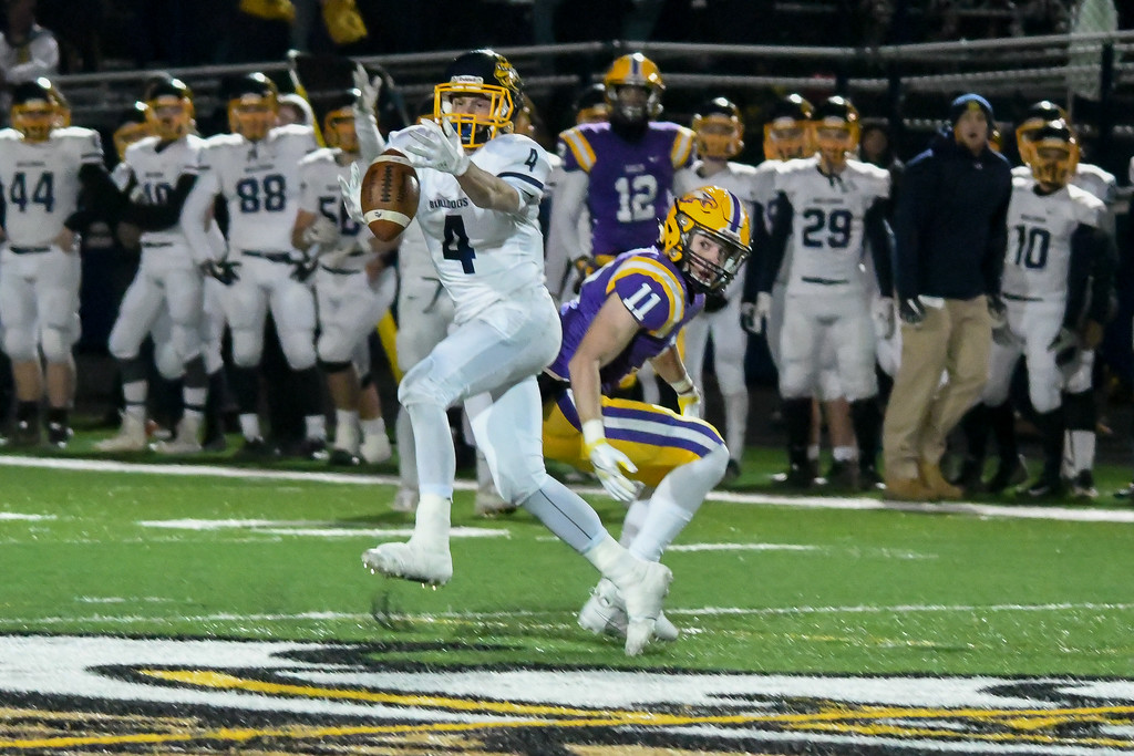 . Eric Bonzar�The Morning Journal<br> Olmsted Falls\' defensive back Josh Jaeckin (4) can\'t come up with a pass intended for Avon wide receiver Chris Mullins (11).