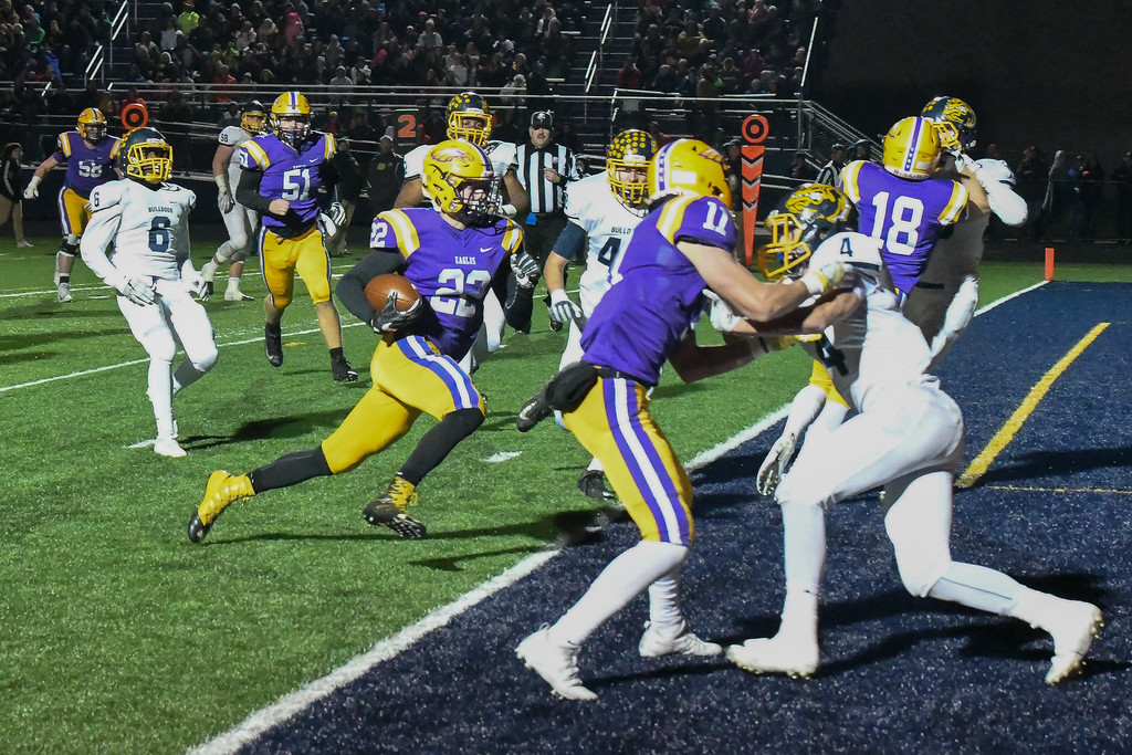 . Eric Bonzar�The Morning Journal Avon\'s Nick Perusek (22) cuts his way in to the end zone.