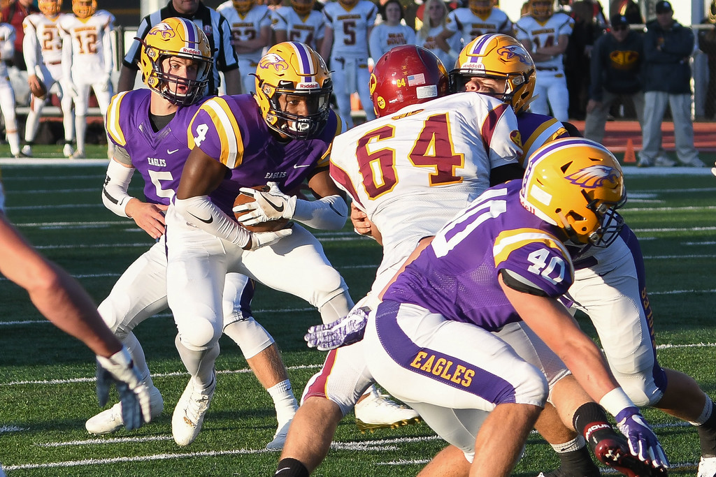 . Eric Bonzar�The Morning Journal<br> Avon running back Tony Eberhardt (4) looks for a hole, Sept. 8, 2017.
