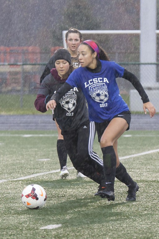 . Jen Forbus - The Morning Journal<br> Elyria\'s Haley Walton (Blue) stays ahead of Wellington\'s Emma Horoschak (Grey) during the Lorain County Senior All-Star Game on Nov. 18.