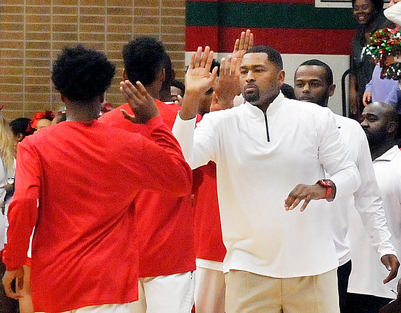John P. Cleary    The Herald Bulletin<br /> Carmel vs Anderson HS in boys basketball.