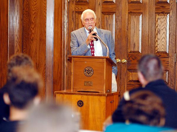 Carl Erskine speaks at the 2013 Johnny Wilson Awards.