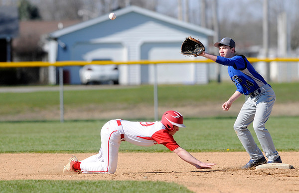 Don Knight | The Herald Bulletin<br /> First round of the Muller tournament at Frankton on Wednesday.