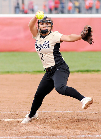 Don Knight | The Herald Bulletin<br /> Madison-Grant's Maddi Evans pitches for the Argylls against the Frankton Eagles on Tuesday.