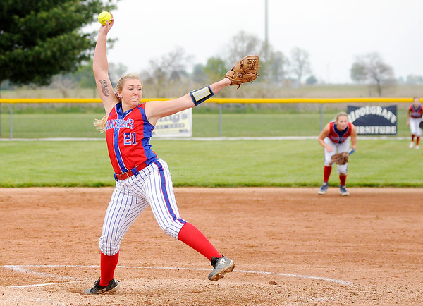 Don Knight | The Herald Bulletin<br /> Elwood's Mackenzie Bryan pitches against Frankton on Thursday. Bryan had 16 strike outs.