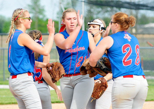 John P. Cleary | The Herald Bulletin<br /> Elwood vs Oak Hill in softball.