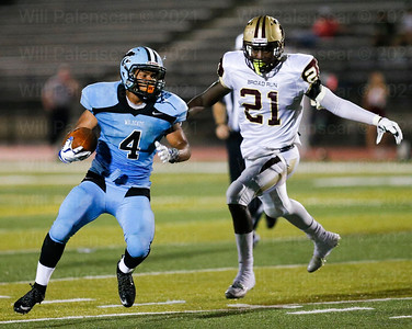 Centreville rB Julian Garrett # 4 looks for an opening against the Broad Run defense.