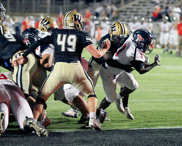 Ike Onwuka carries the ball into the end zone for a 4th quarter Patriot HS touchdown.