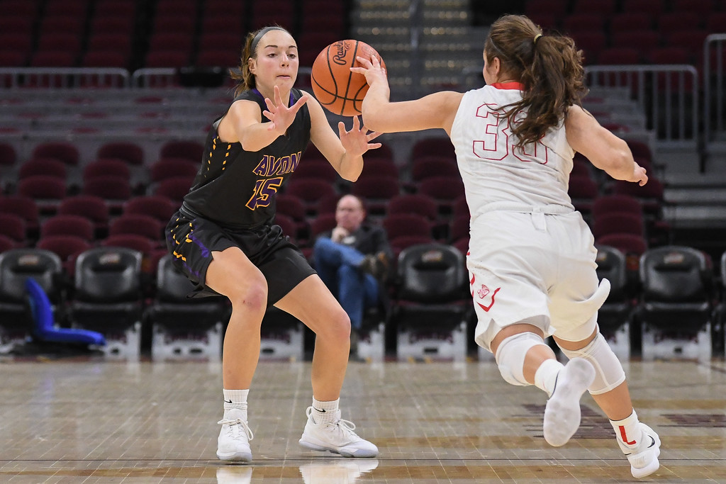 . Eric Bonzar�The Morning Journal<br> Avon\'s Maggie Beatty and Wadsworth\'s Sophia Fortner both reach to secure a loose ball at mid-court, Jan. 2, 2018.