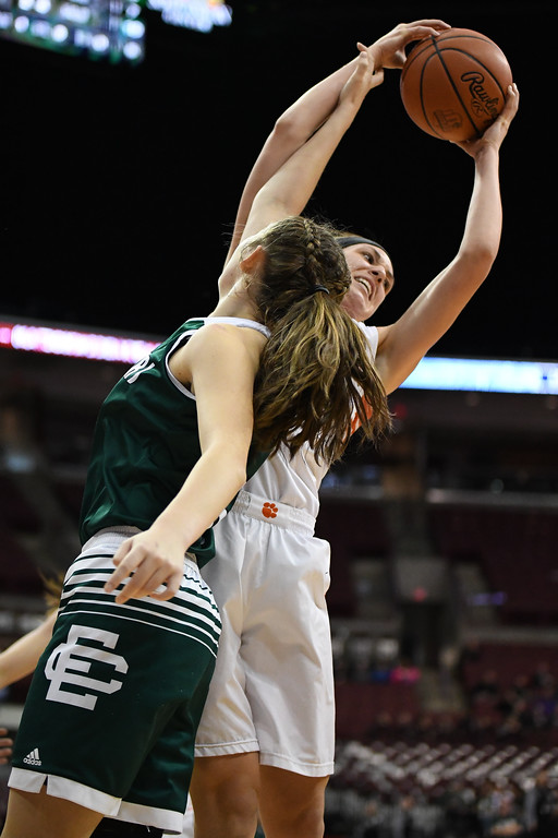 . Eric Bonzar�The Morning Journal<br> Elyria Catholic ended their season 22-6 after a 63-47 loss to the Versailles Tigers, March 15, 2018.