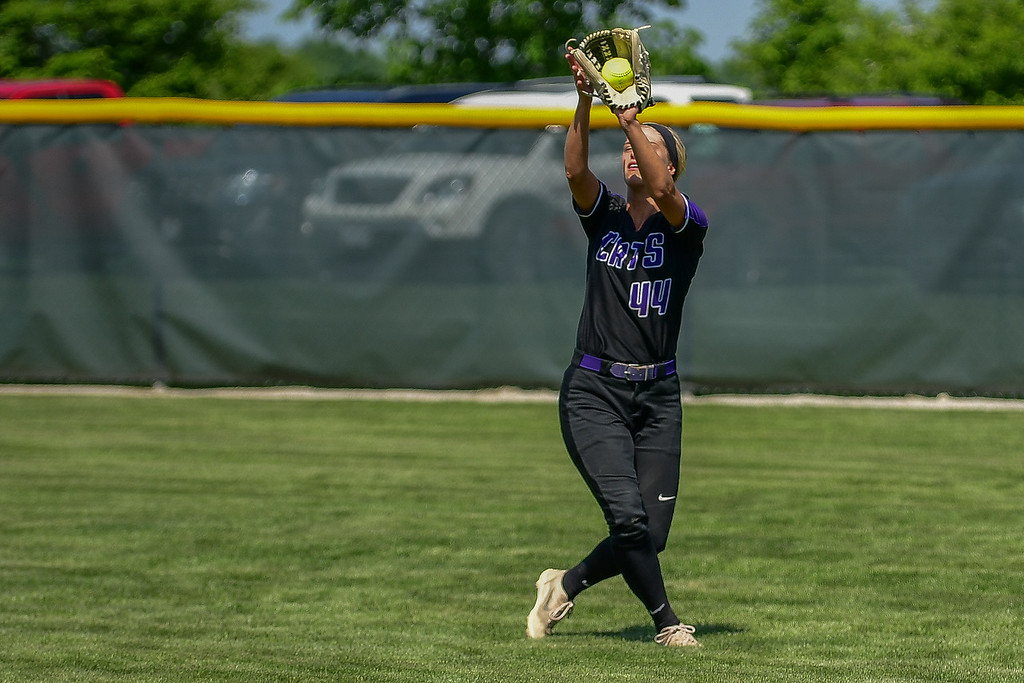 . Eric Bonzar�The Morning Journal<br> Keystone\'s Shelby Fortune snags a pop fly in right field.