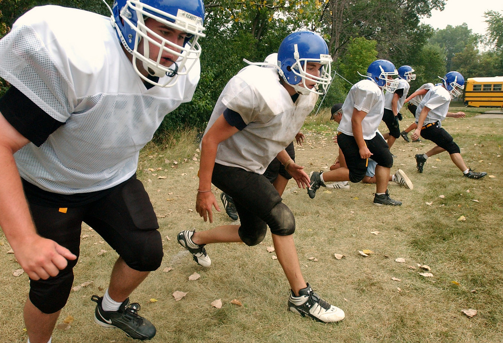 . Southfield Christian High School football defensive linemen work on their timing coming off of a snapped ball during practice, held at Southfield Christian HS in Southfield, Mich., Monday, August 14, 2006.  (The Oakland Press/Jose Juarez)