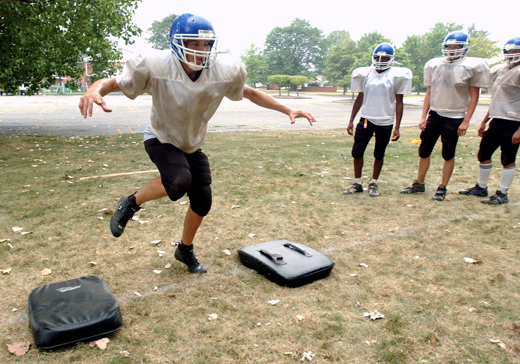 . Southfield Christian High School football player Trevor Calero works on his footwork during practice, held at Southfield Christian HS in Southfield, Mich., Monday, August 14, 2006.  (The Oakland Press/Jose Juarez)