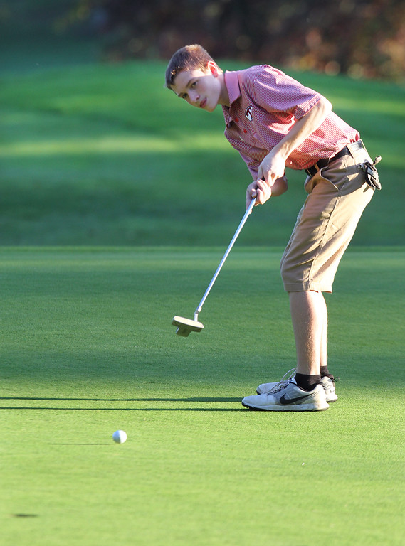 . Lowell vs Tyngsboro golf. Tyngsboro\'s Josh Savoie putts on 7th hole. (SUN/Julia Malakie)