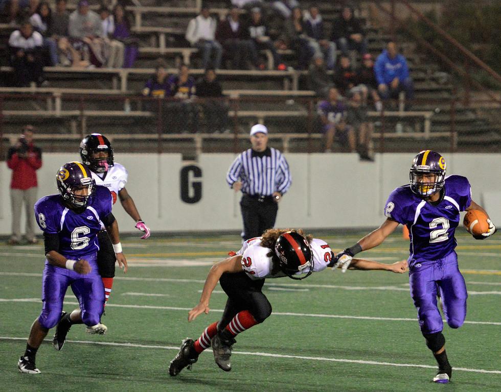 . Salinas\' Elijah Kirkland sneaks past Seaside\'s Troy Loper during football at Salinas on Friday October 18, 2013. (Photo David Royal/ Monterey County Herald)