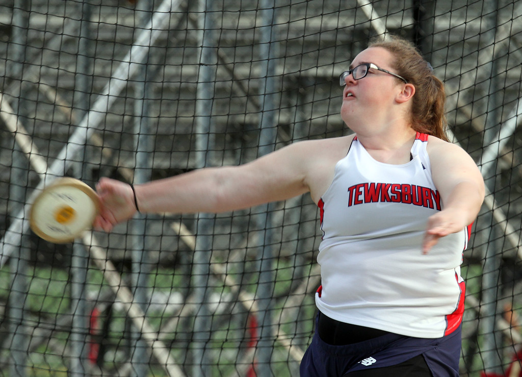 . Tewksbury vs North Andover girls and boys track & field. Faith Mazzapica of Tewksbury throws discus. (SUN/Julia Malakie)