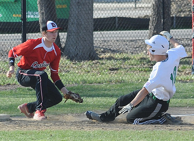 Brookside's Kyle Houston gets ready to put the tag on Columbia's Tristen Rindfleisch at third. STEVE MANHEIM/CHRONICLE
