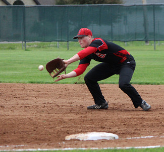 Elyria first baseman Brodie Stewart makes the play at first. CHRISTY LEGEZA/CHRONICLE