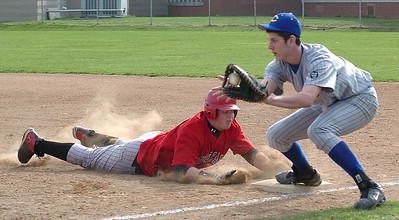 Top of 2nd - LW's #22 Zach Hausmann gets back safely to 1st as Clearview's #21 Eric Thompson waits for the ball.