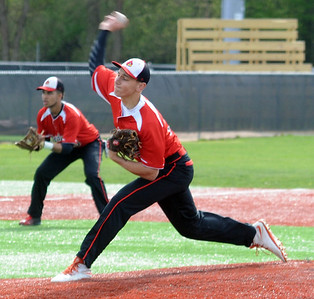 Brookside's Tim Ackerman pitches against Clearview on May 16.  STEVE MANHEIM/CHRONICLE