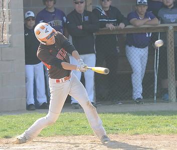 Matt Shook hits an RBI single for Buckeye in the fifth inning May 9.  STEVE MANHEIM / CHRONICLE