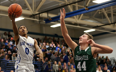 Brunswick's Keith Simmons lays the ball in past Strongsville's Shaun Csire during the first half. AARON JOSEFCZYK / GAZETTE