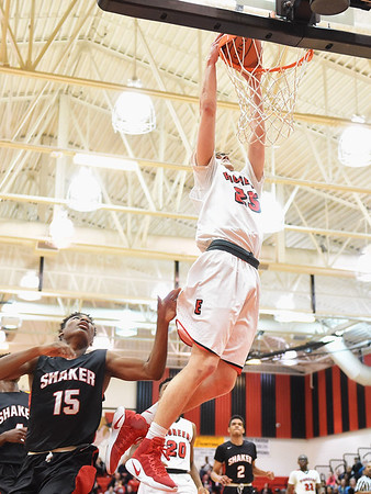 Elyria beats Shaker Heights to keep GCC hopes alive