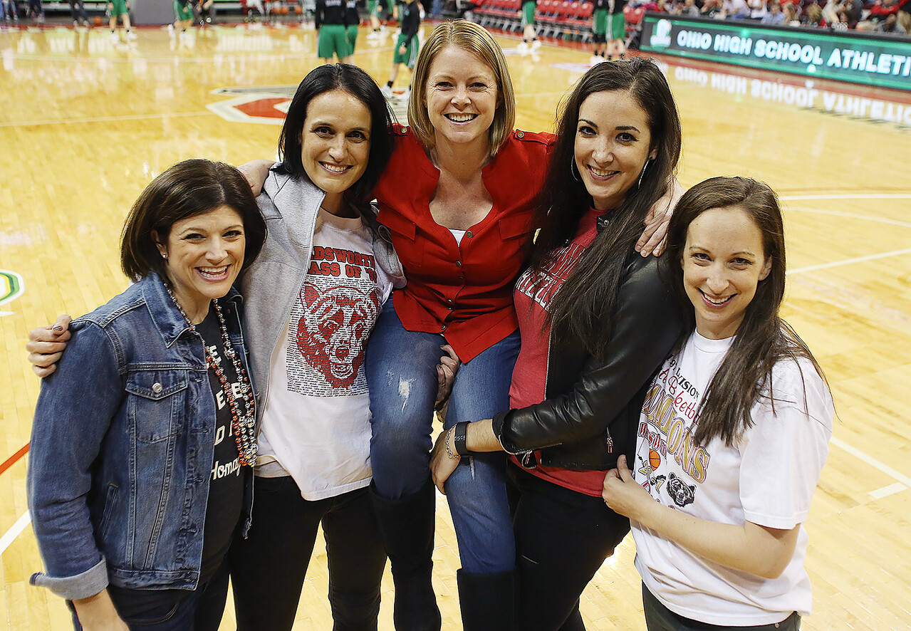 Wadsworth's starting five from the 1997 State Championship Team (from left) Elisa Inman, Kate Lyren (Sondles), Jen Martin (Echols) , Kristin Hoover (Obendorf) and Katelyn Vujas gather on the court before the start of the the Div. I state championship game between Wadsworth and Mason. (RON SCHWANE / GAZETTE)