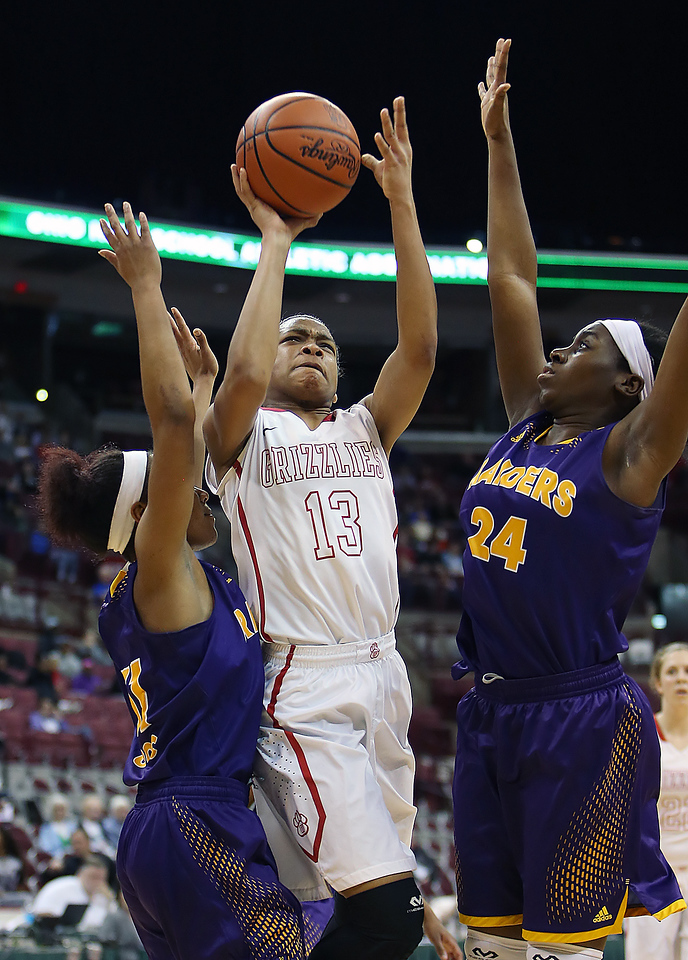 Wadsworth's Lexi Lance shoots between Reynoldsburg's Hannah Gaskins, left, and Uju Ezeudo during the first quarter. (RON SCHWANE / GAZETTE)