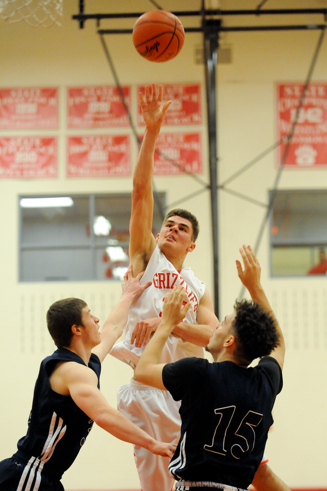 Wadsworth's David Griffin shoots over Twinsburg's Vince Paolucci and Michael Moore in the second quarter Friday night at Wadsworth High School. JUDD SMERGLIA / GAZETTE