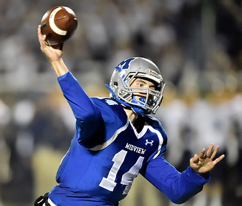 Quarterback Dustin Crum of Midview throws a touchdown pass in the fourth quarter. DAVID RICHARD / CHRONICLE