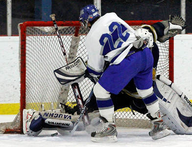 01/10/2010 close but no goal  for Midview's #22 Austin Steindl. You can see the puck at the end of his stick. Photo by Tom Mahl