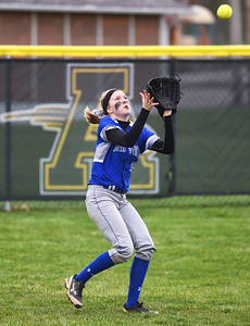 KRISTIN BAUER | CHRONICLE Midview High School left fielder Sara Liszeski (33) catches a popfly during a game against Amherst Steele High School on Tuesday evening, April 4.