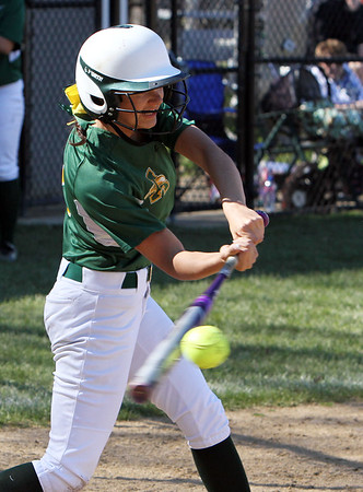 Amherst freshman Madison O'Berg blanks Avon in SWC showdown for 1st place