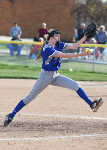 KRISTIN BAUER | CHRONICLE Midview High School pitcher Lauren Landers (3) pitches against Amherst High School on Wednesday evening, April 20.