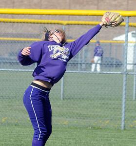 Vermilion rightfielder Laura Wells makes a one-handed catch in third inning.  Steve Manheim
