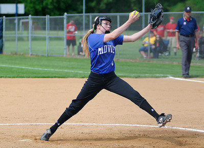 Midview's Lauren Landers pitches against Elyria. KRISTIN BAUER | CHRONICLE